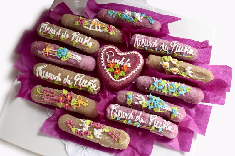 Los tradicionales Camotes de Santa Clara de la dulcería Los Ángeles de Santa Clara colocados en plato base de Limoges. 2015, Fotógrafo José Loreto Morales.
