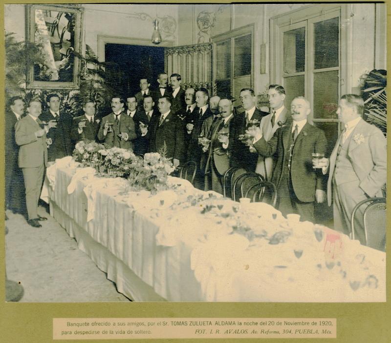 Fotografía de Ismael Rodríguez Ávalos, prolífico autor especialista en retrato individual y de grupo. Instalado en Puebla de 1905 a 1922 cuando se traslada a la ciudad de México. Fototeca Lorenzo Becerril A.C.