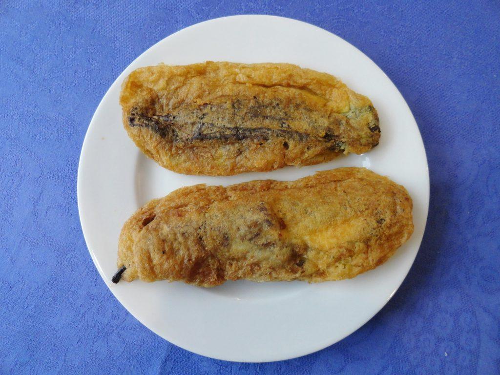 Chipotles rellenos de queso fresco y capeados, cocinera Doña Malé, Miércoles de Ceniza 2016.