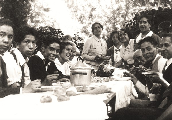Comida en familia. Fototeca Lorenzo Becerril A.C.