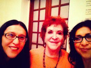 """Doña Chepina Peralta con mis hijas Verónica y Carolina en la inauguración de la exposición """"Bodegón Mexicano"""" el Museo Amparo, 2014."""