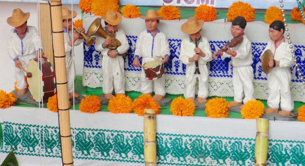 Banda de músicos en barro policromado