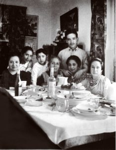 Comida en familia, tres generaciones. Autor desconocido, Fototeca Lorenzo Becerril A.C.