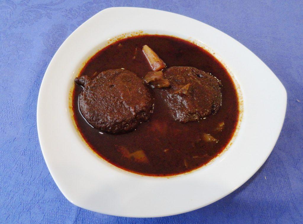 Tortitas de camarón con nopales y papas, cocinera Doña Male, Miércoles de Ceniza 2016.