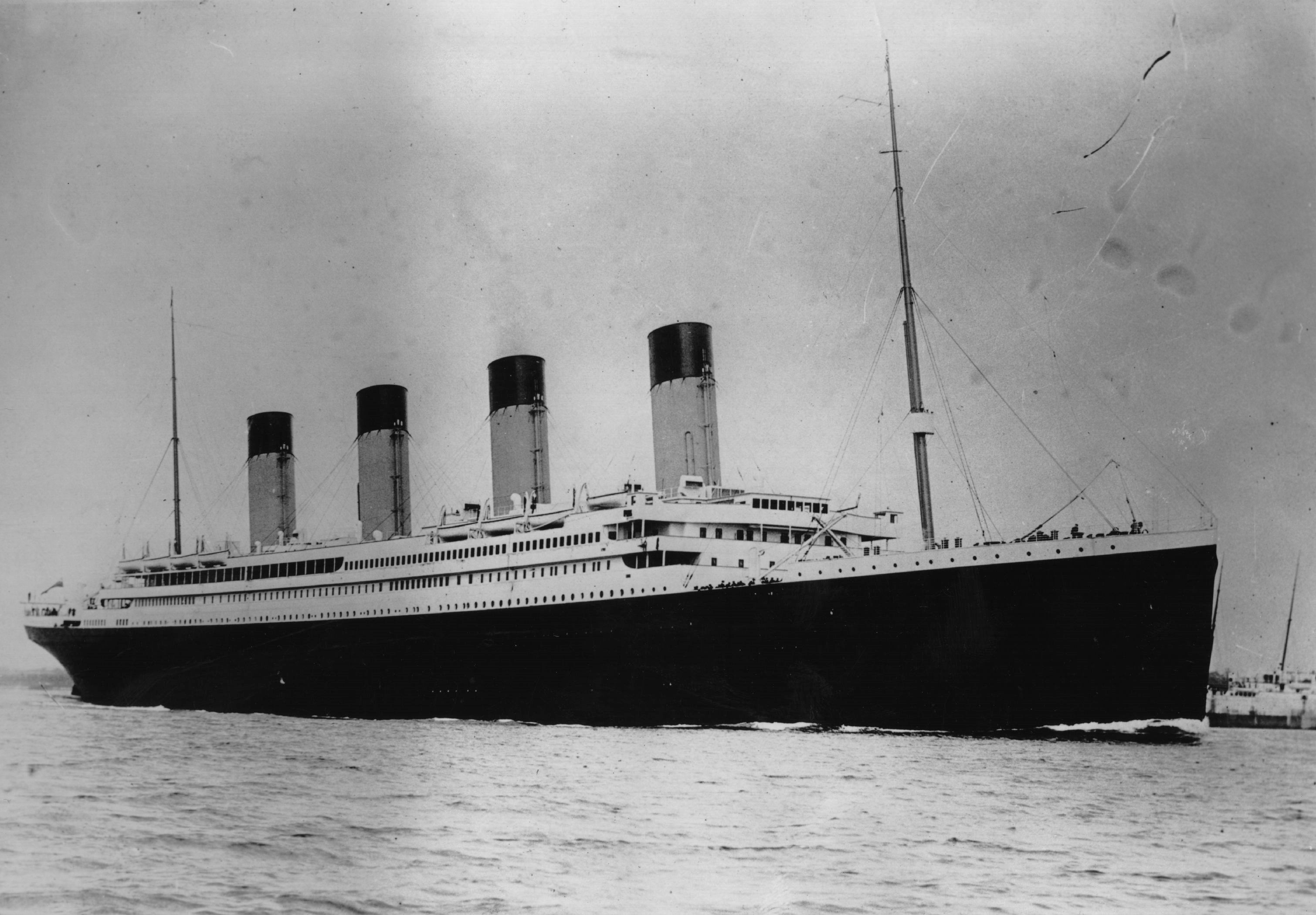El monumental RMS Titanic. Photo by Central Press/Getty Images.