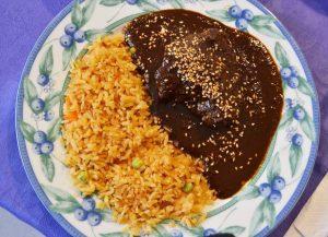 Mole poblano con arroz rojo. Fotógrafo Aristeo Jiménez. 2015, Fototeca Lorenzo Becerril A.C.