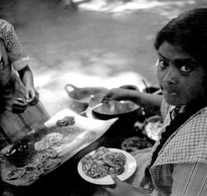 Chaluperas en el Paseo de San Francisco, Fotógrafo Juan Crisóstomo Méndez, 1947. Fototeca Lorenzo Becerril A.C.